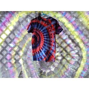 Med red/blue/purple tie dye tshirt